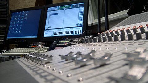 Van de Laar | Van Efferen - Digitale mixertvcnl_studio1-tafel